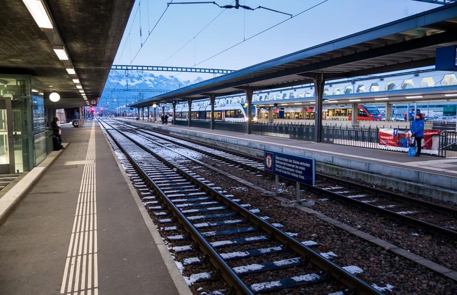 sveice dzelzcela stacija vilciens europa bagats daba kalni