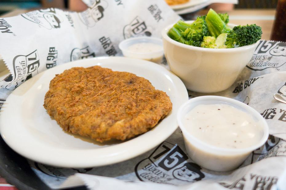 big boy ēdiens gaļa amerika paēst ātrās ēdināšanas ēstuve bufete pa lēto mērce brokoļi asv