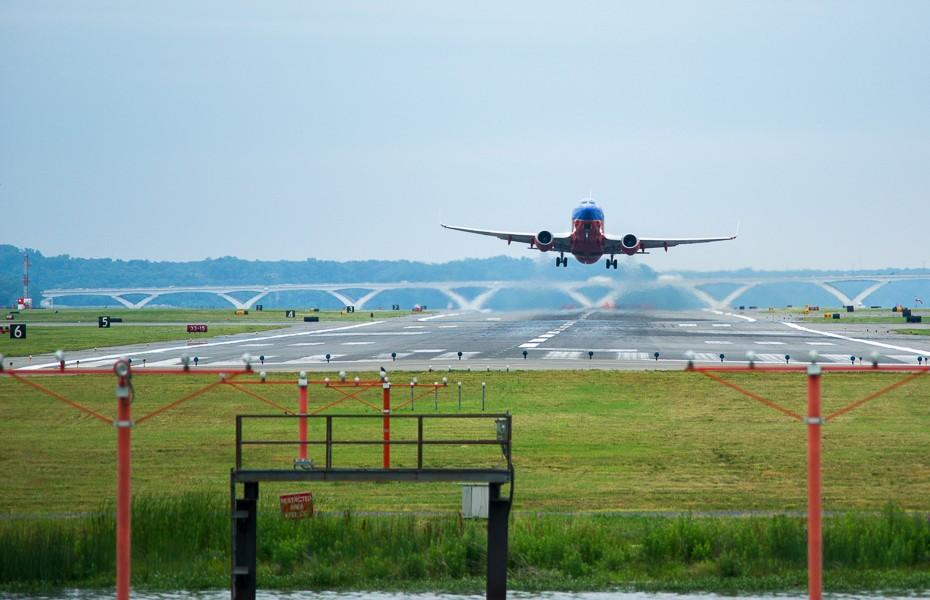 5 ceļojumu blogeru padomi kā atrast lētākas aviobiļetes