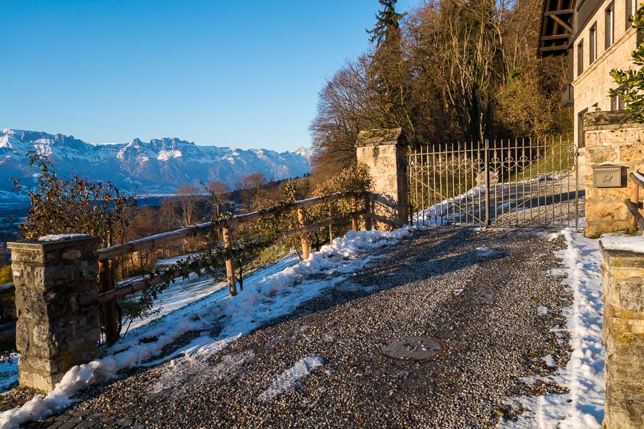 lihtensteina pils kalni ziema sniegs slepot privatmaja princis firsiste