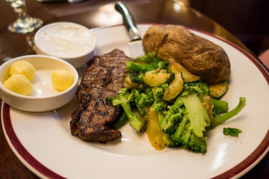 steiks ēdiens gaļa