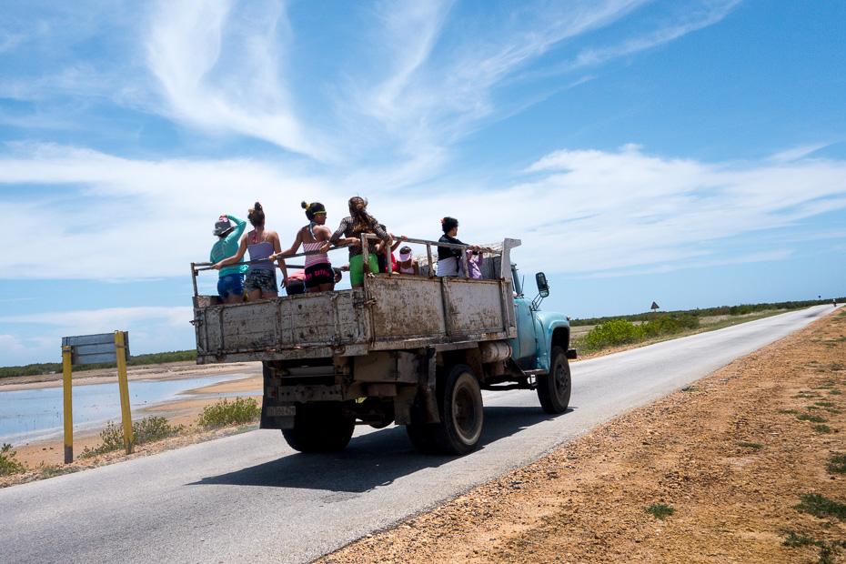 kuba transports automašīna vietējie iedzīvotāji playa anacon
