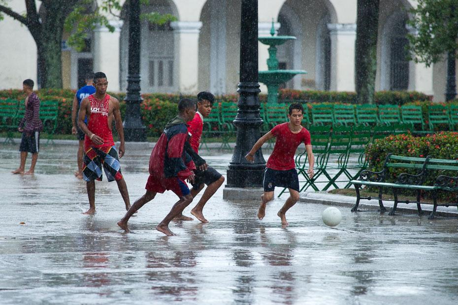 kuba futbols cienfuegos bērni kubieši