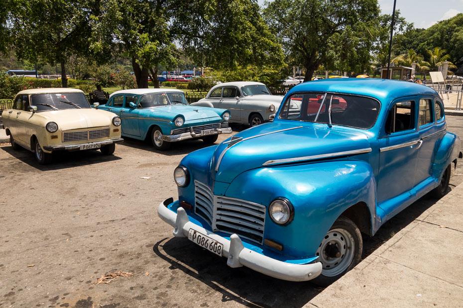 kuba havana retro auto vecas automašīnas moskvičs volga sociālisms