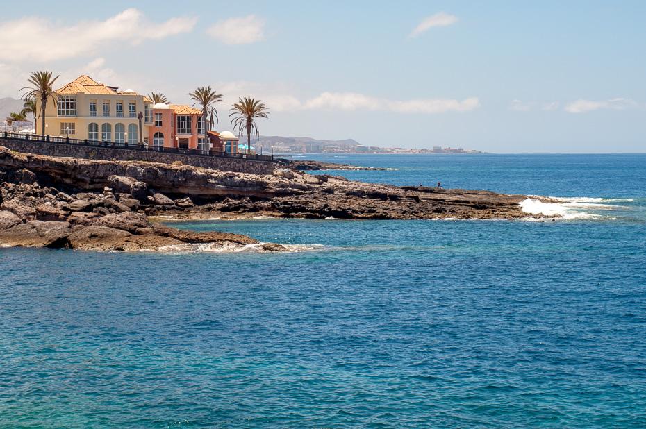 tenerife kanāriju salas pludmales klintis atpūta ģimene