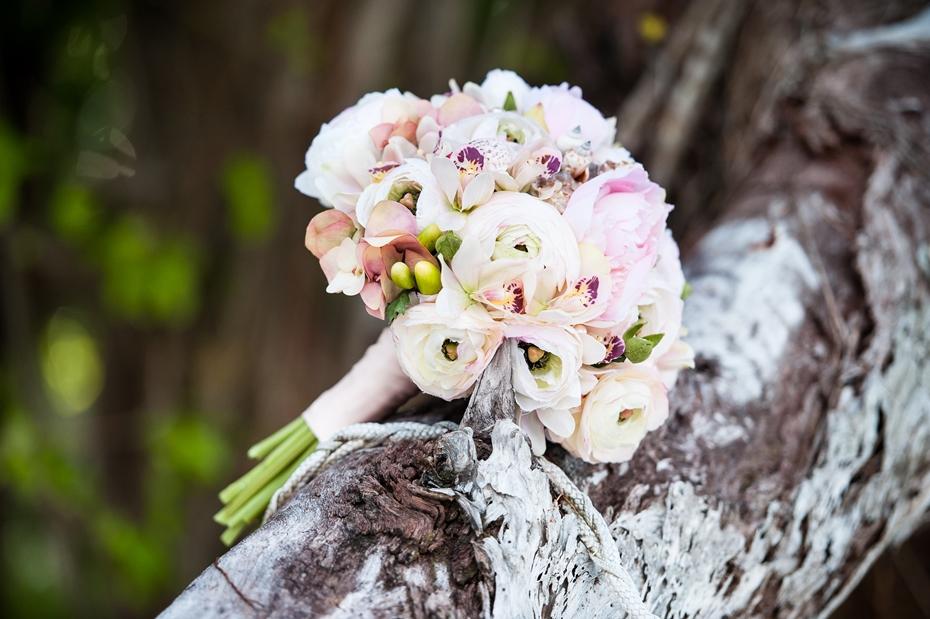 kāzu pušķis siluetes sala seišelas kāzas ārzemēs