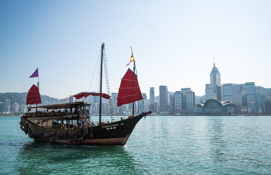 honkonga ķīna kowloon tsi sha tsui kruīzs sarkanas buras
