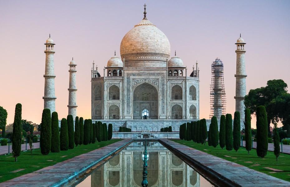 pilnmēness tūre tadžmahāls naktī indija pasaules brīnums