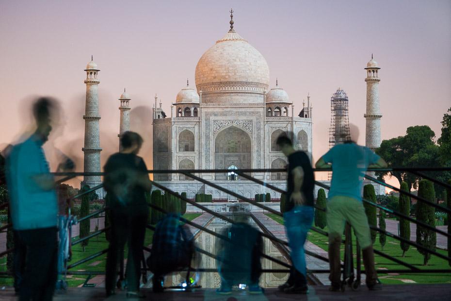 tūristi indija tadžmahāls pilnmēness tūrē
