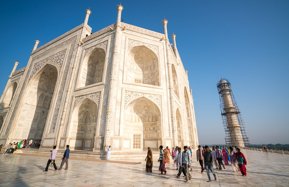 tūristu pūļi indija tadžmahāls