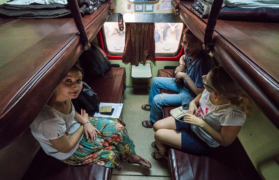 vilciens āgra indija deli tadžmahāls