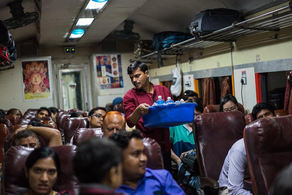vilciens indija deli āgra