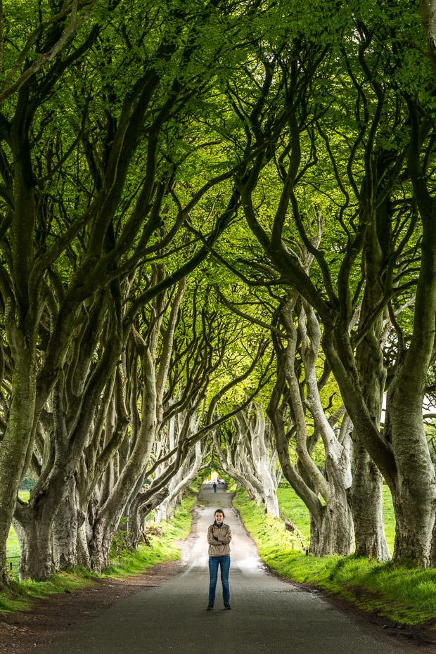 alīna andrušaite troņu spēles filmēšanas vieta ziemeļīrijā dark hedges