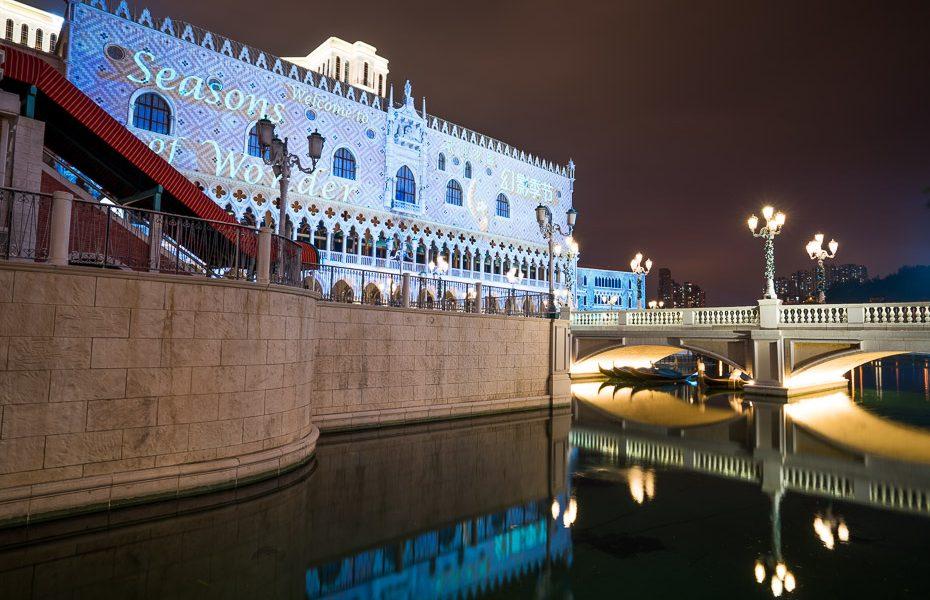 the venetian kazino makao ziemassvētku gaismas festivāla laikā
