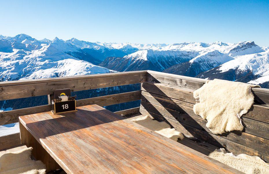 Davosa Šveicē – pasaules slavenais slēpošanas kūrorts