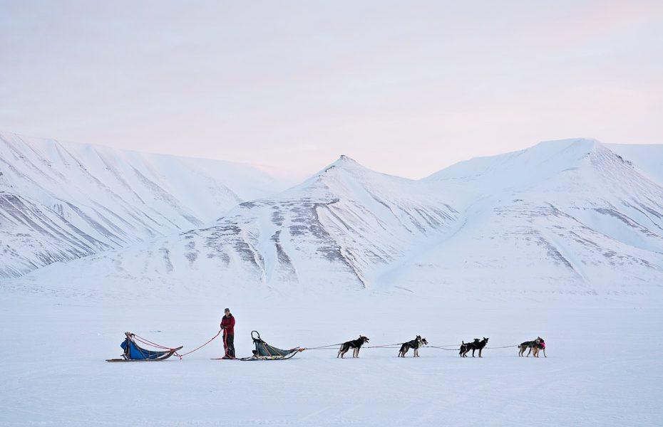 10 apģērba gabali, ko ņemt līdzi, braucot ceļojumā uz ziemeļiem
