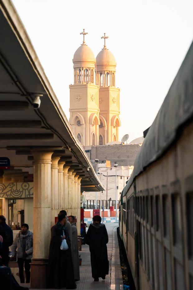 Luksoras dzelzceļa stacija