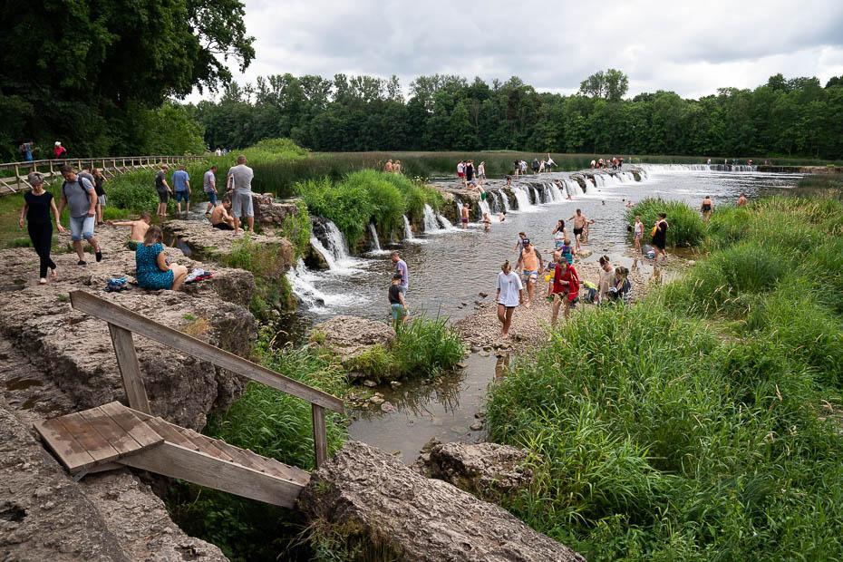 peldētaji vasarā Kuldīgā