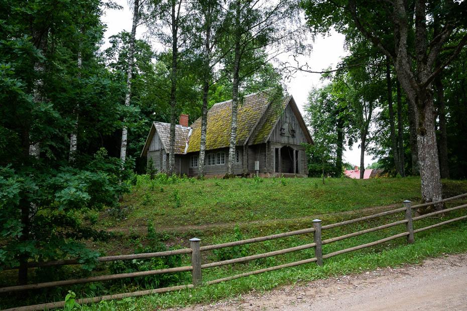 Neparastākās apskates vietas Kurzemē Usmas koka baznīca