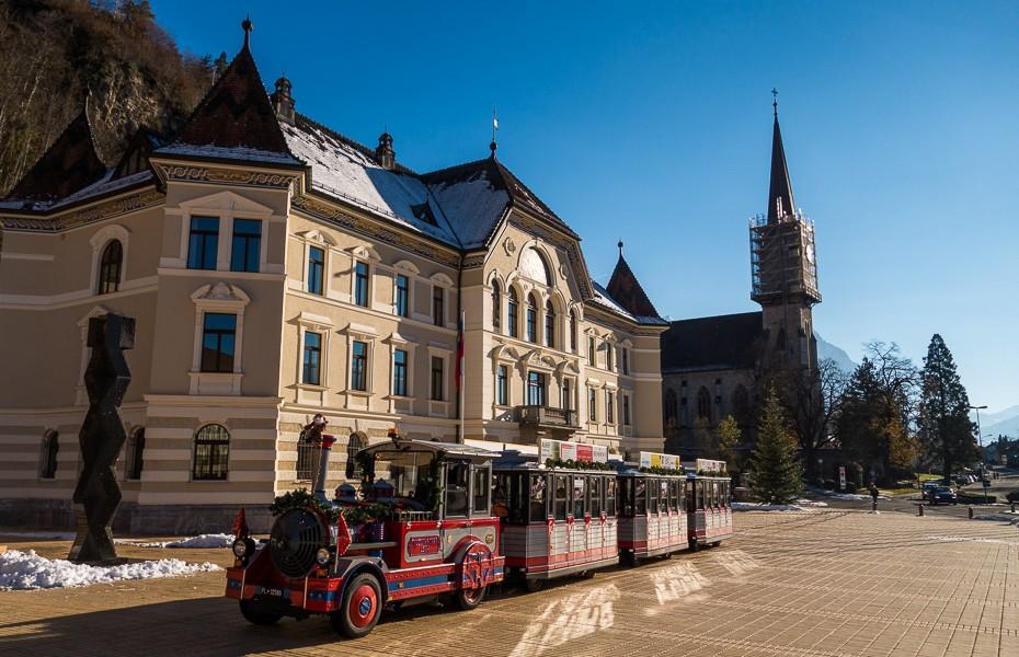 florida katedrale stadle lihtensteina iela vilciens vaduca pilseta ziemassvetki
