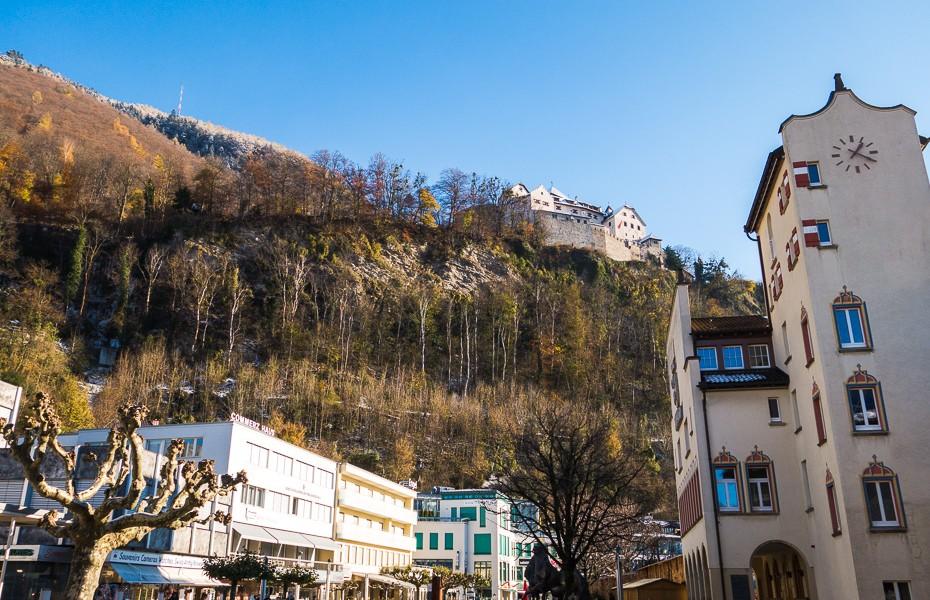 ratsnams lihtensteina vaduca pilseta alpi kalni slepot sveice brauciens atputa ziemassvetki