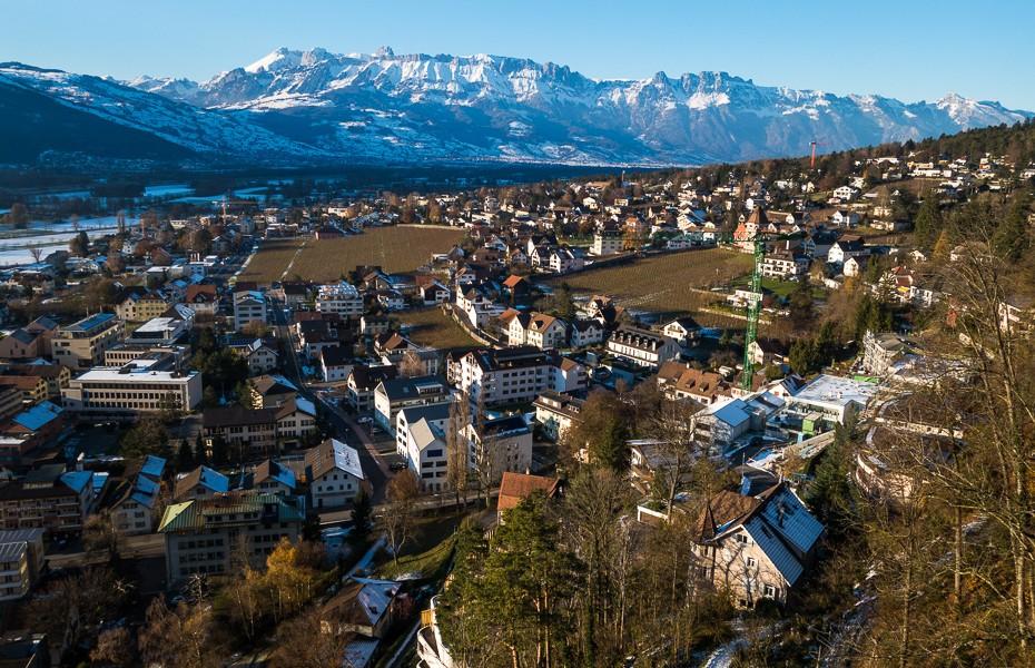 skatu tornis skats princis lihtensteina kalni alpi vaduca ziemassvetki