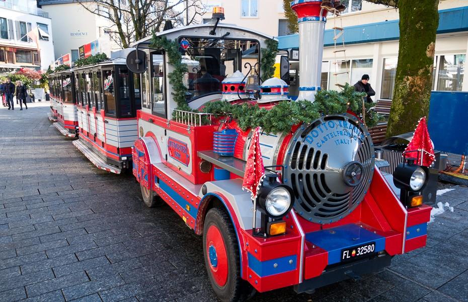 ziemassvetki vaduca lihtensteina vilciens berni izklaides atrakcijas brauciens celojumu