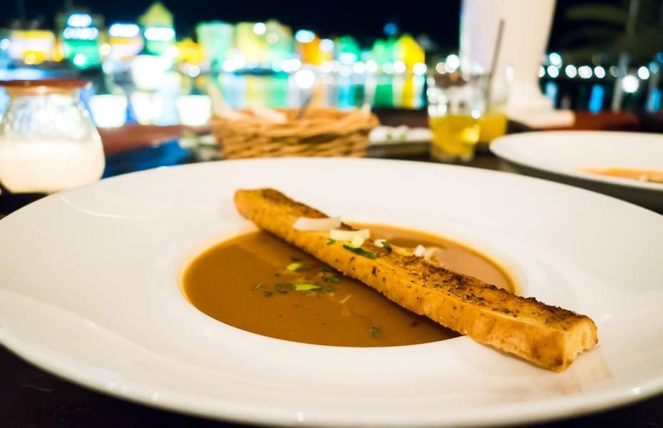 kirasao ēdiens vilemstade restorāns zupa nīderlandes antiļas
