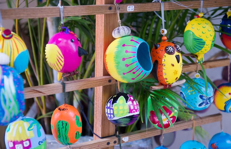 kirasao karību kurasao curacao liķieris ziemassvētki egles rotājumi pūce bumbiņa daivings pirāti palmas pludmale paradīze