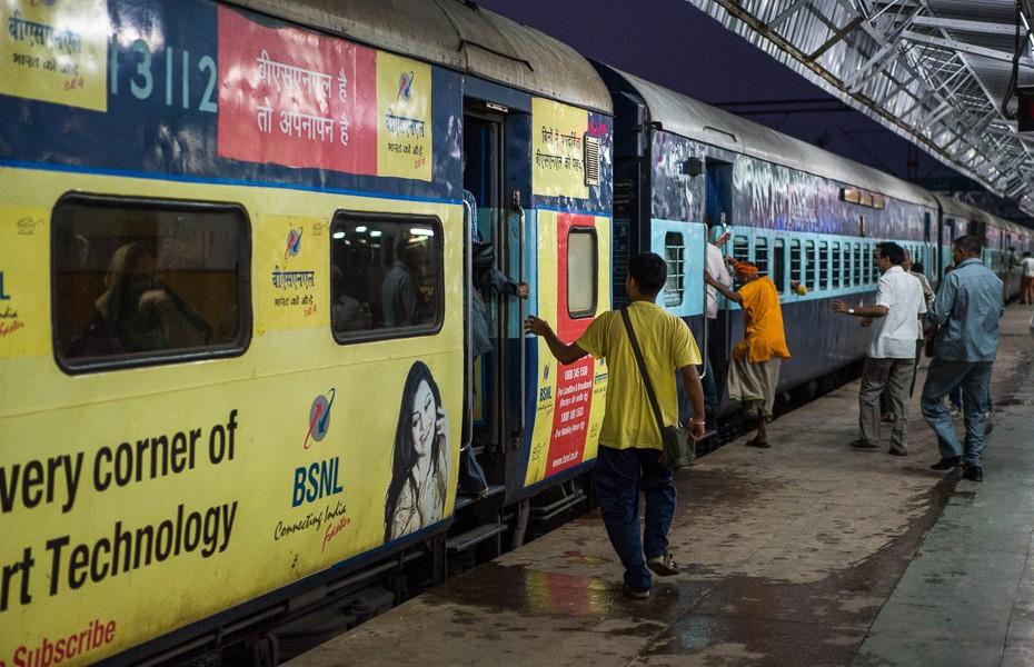 vilciens āgra indija deli biļetes