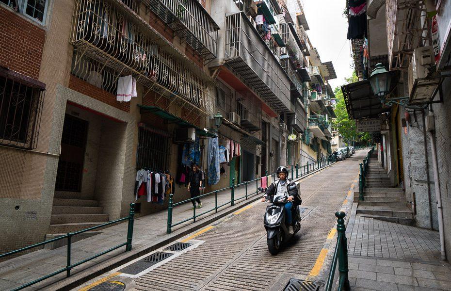 motociklisti makao ielās
